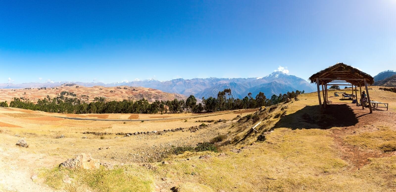 秘鲁,神圣的谷,南美的Ollantaytambo印加人废墟在安地斯山的 免版税库存照片
