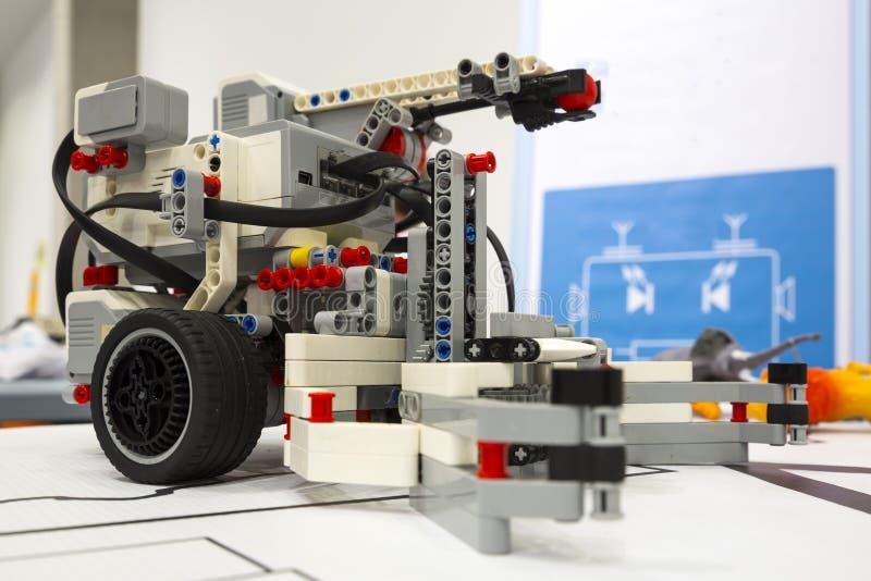 积木遥控机器人 免版税图库摄影