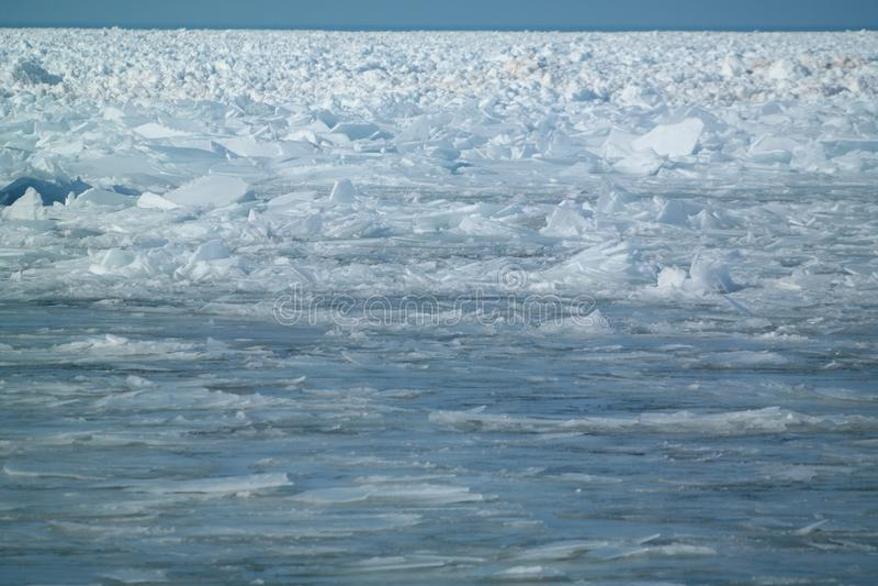 积累在密执安湖的冰碎片 库存照片
