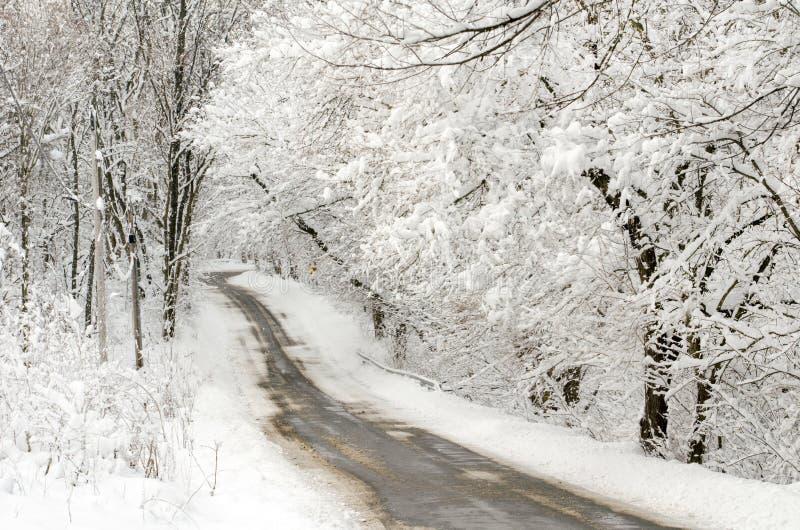 积雪的印第安纳路 免版税库存照片