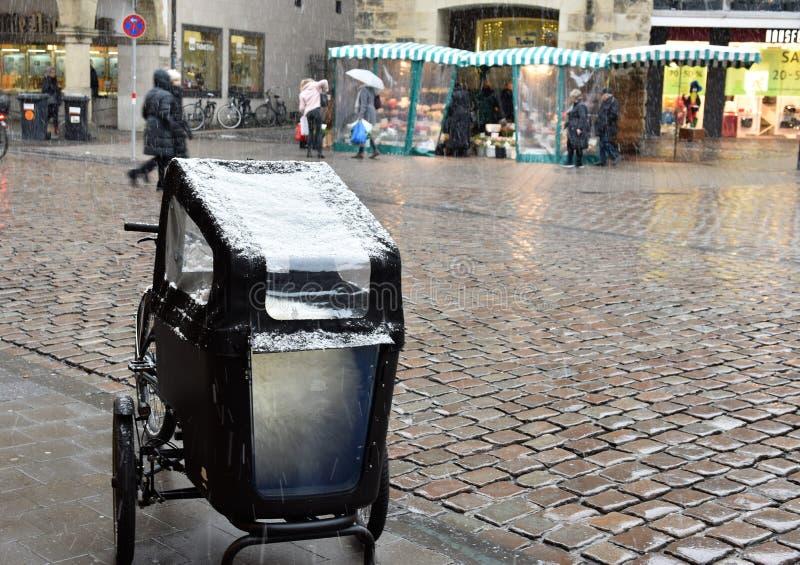 积雪的婴儿推车在芒斯特 免版税库存照片