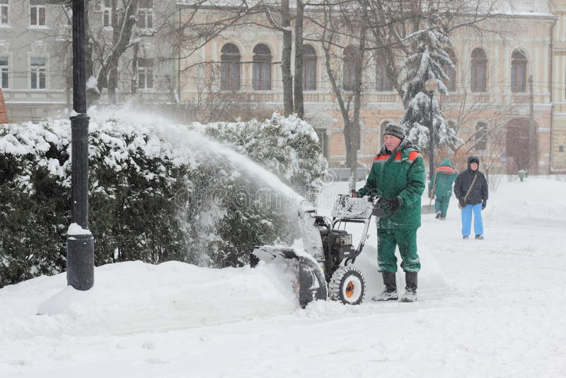 积雪的清除在公园 图库摄影