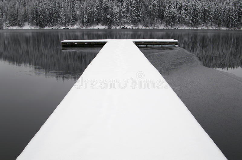 积雪的船坞 免版税库存图片