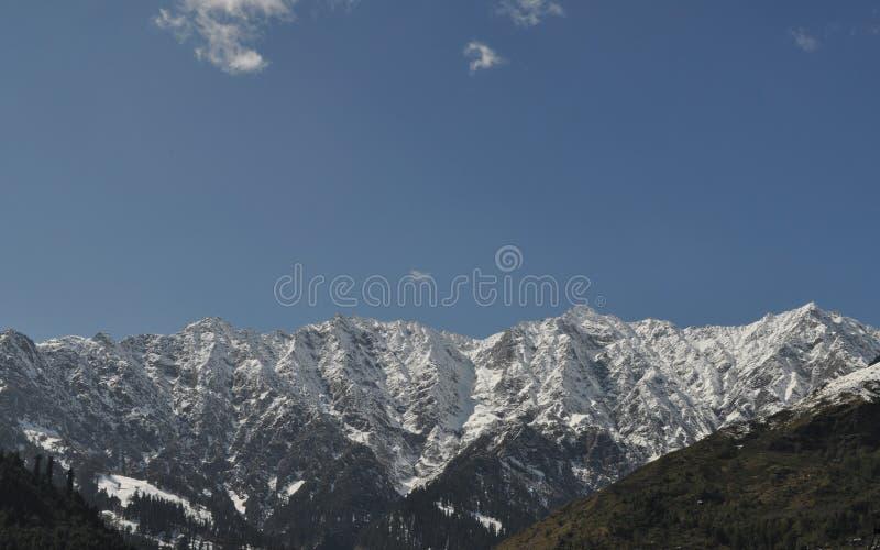 积雪覆盖的峰顶 免版税库存图片
