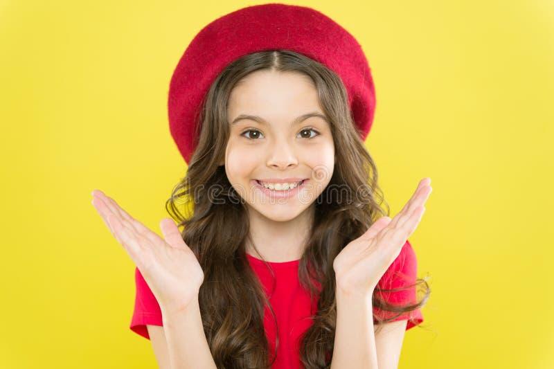 称呼卷发 r r 完善的卷毛 与可爱的孩子逗人喜爱的面孔 免版税库存图片