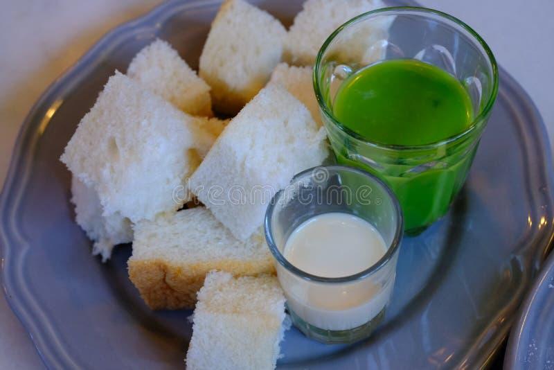 称蒸的乳蛋糕的泰国点心 免版税库存照片