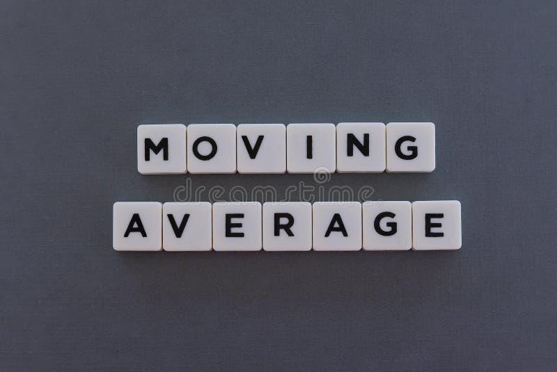 移动平均数词由方形的信件词制成在灰色背景 免版税库存照片