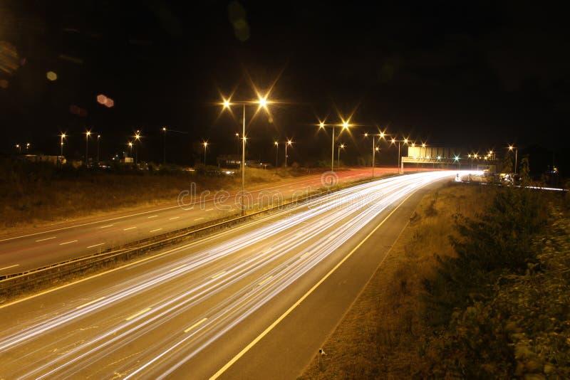 移动晚上的汽车 免版税库存照片
