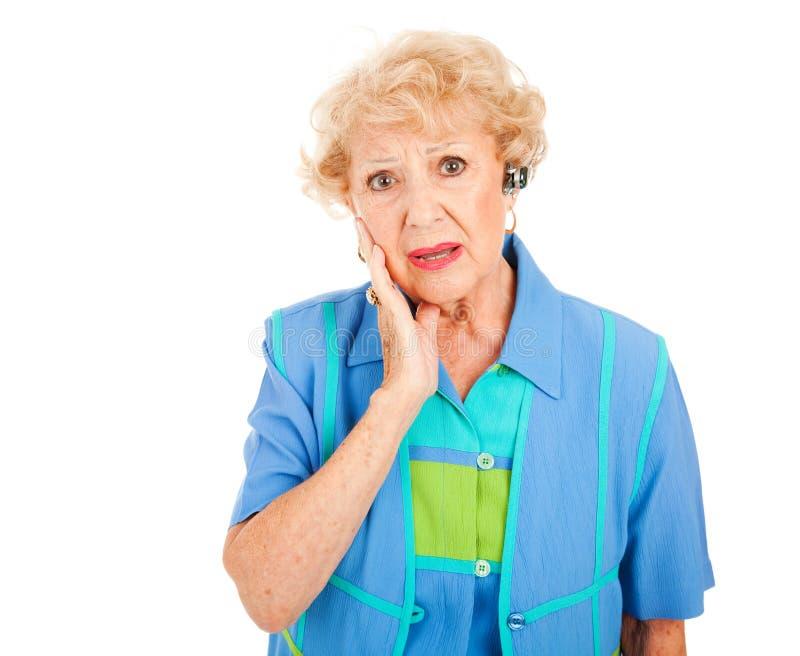 移动电话前辈生气妇女 免版税库存照片