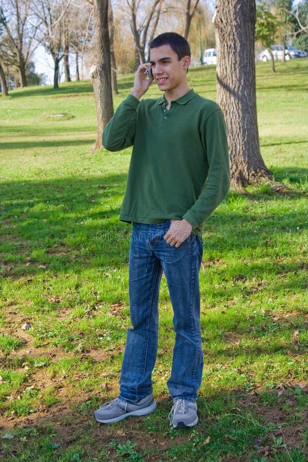 移动电话少年 图库摄影