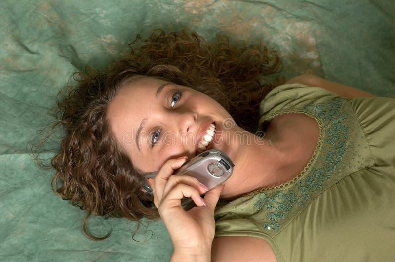 移动电话聊天 免版税库存图片