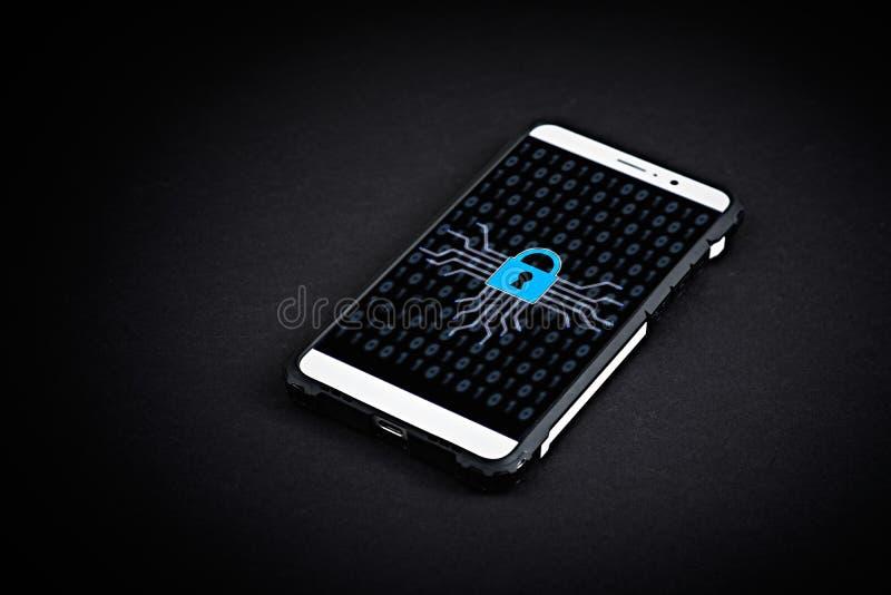 移动设备安全,在手机的安全锁 库存图片
