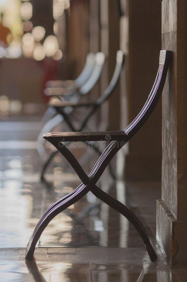 稀薄的棕色设计师椅子 库存照片