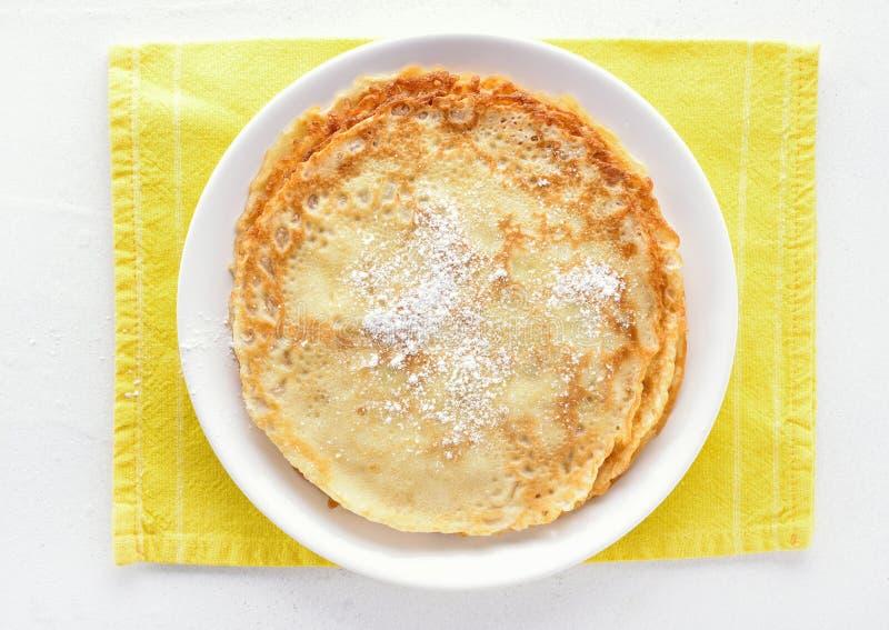 稀薄的薄煎饼,甜点绉纱 免版税库存图片