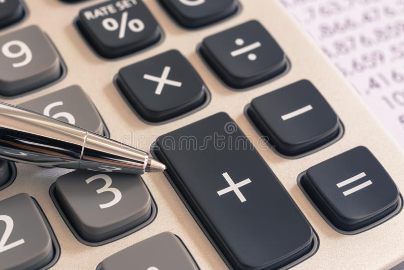 税务会计服务的计算器,葡萄酒过滤器 图库摄影