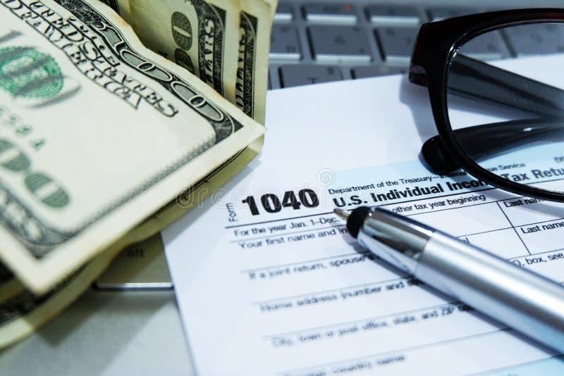 税季节:1040 U S 单独收入税单形式 免版税库存图片