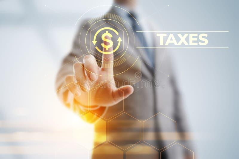 税报告付税企业财务概念 指向在虚屏上的商人 免版税库存图片