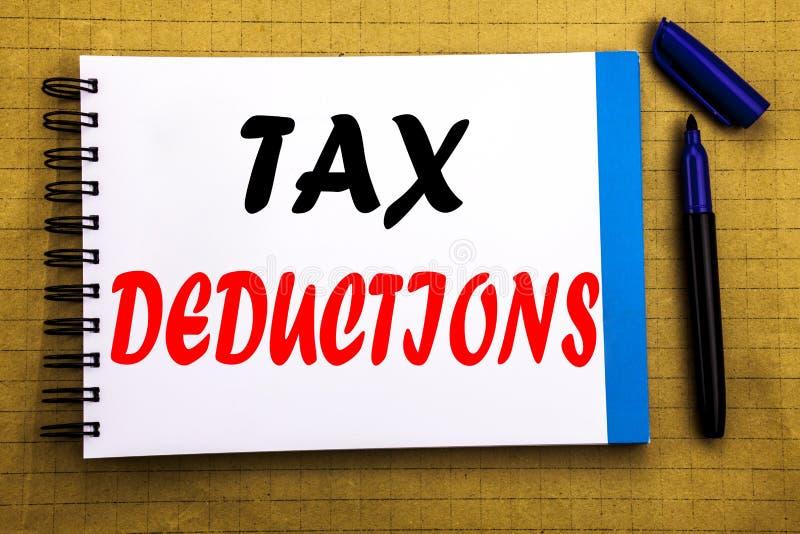 税收减免 在笔记薄与空间offi的便条纸背景写的财务接踵而来的税钱扣除的企业概念 免版税库存图片