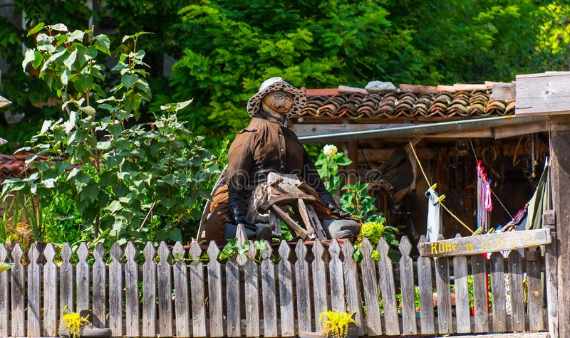 稻草人在庭院里 图库摄影