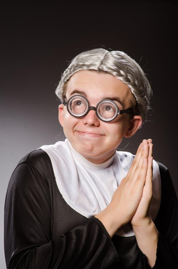 Download 滑稽的人佩带的尼姑衣物 库存图片. 图片 包括有 福音书, 尼姑, 敞篷, 热爱, 祷告, 基督徒, 礼服 - 72364755