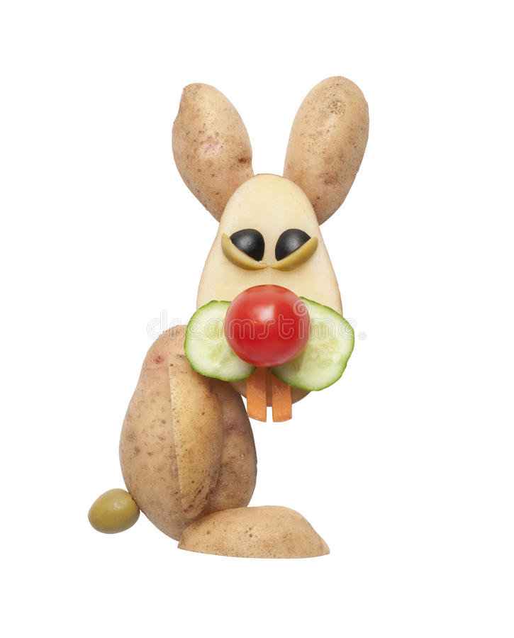 滑稽的兔子由土豆制成 免版税库存照片