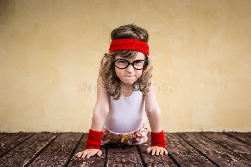 滑稽的坚强的孩子 免版税库存图片