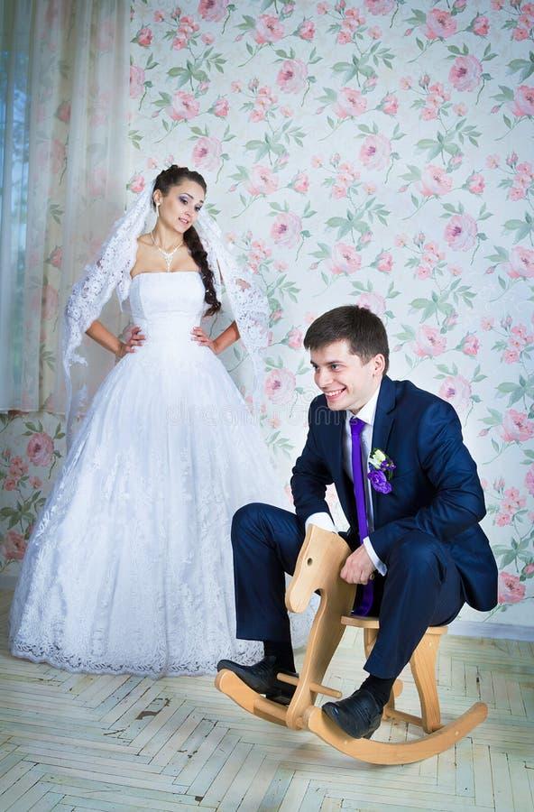 滑稽的婚礼场面 库存图片
