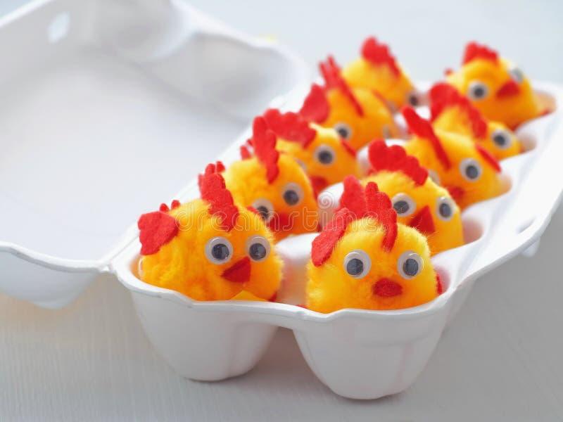 滑稽的小的鸡当复活节装饰 复活节小鸡丰盈  复活节标志 免版税库存图片