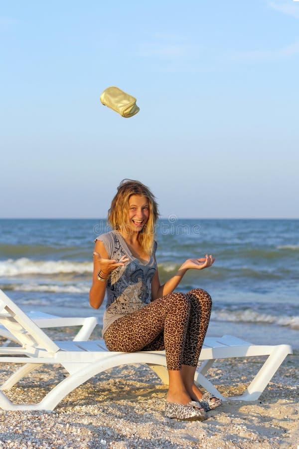 滑稽的快乐的十几岁的女孩 免版税图库摄影