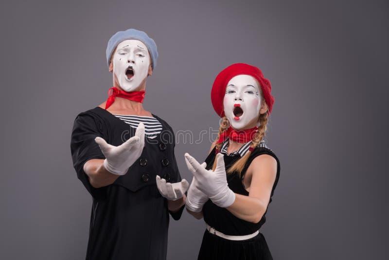 滑稽的笑剧加上画象白色面孔和 免版税库存照片