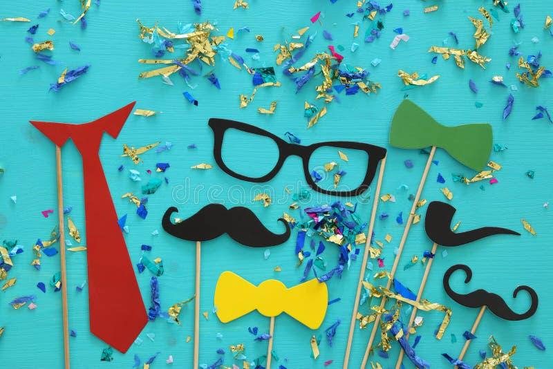 滑稽的胡子、玻璃、髭、领带和弓 Father& x27; s天概念 免版税库存图片