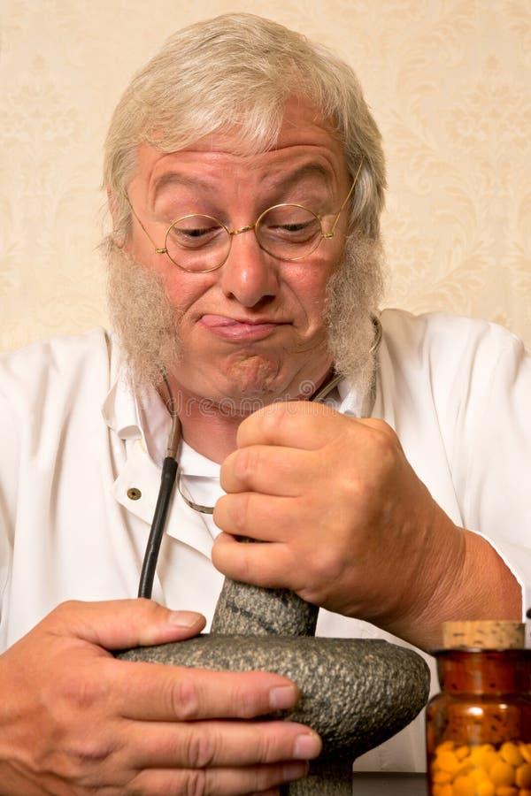 滑稽的药剂师 免版税库存图片