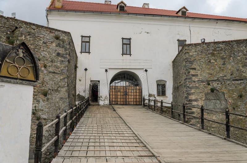 穆卡切沃,乌克兰- 2019年5月:对城堡Palanok的入口门在穆卡切沃 免版税图库摄影