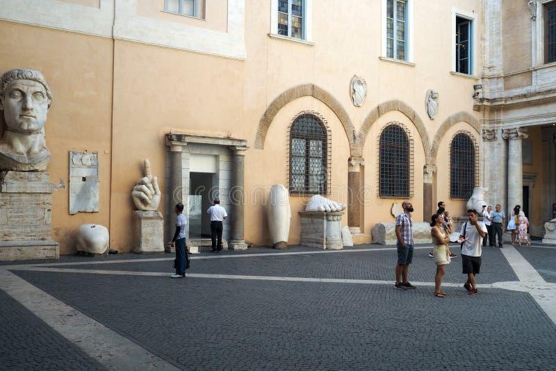 穆塞伊Capitolini的Palazzo dei Conservatori零件的庭院在罗马 库存照片