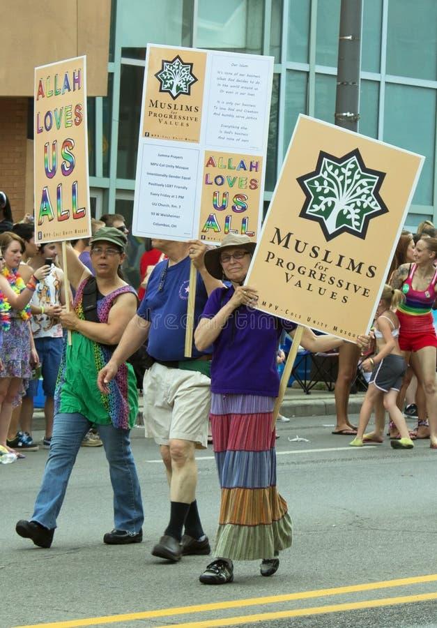 穆斯林为在哥伦布同性恋自豪日游行的同性恋权利支持 免版税图库摄影