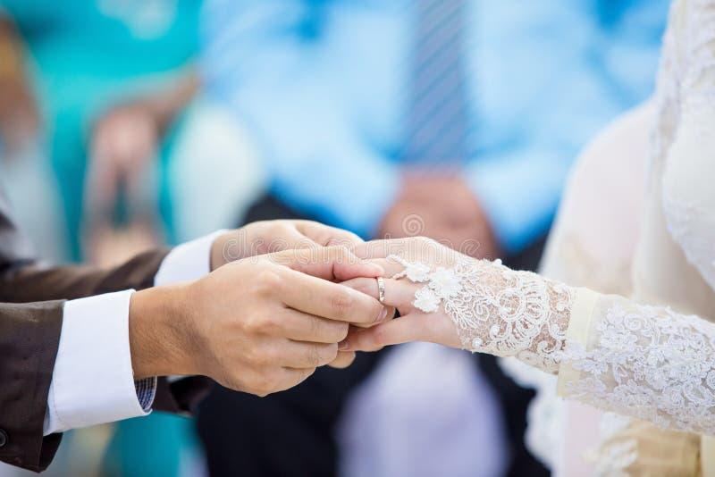 穆斯林修饰佩带圆环新娘 库存图片