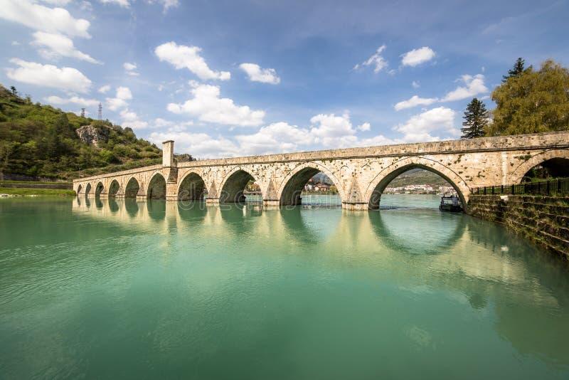 穆罕默德・帕夏・索科洛维奇桥在德里纳河的维谢格拉德 免版税库存图片