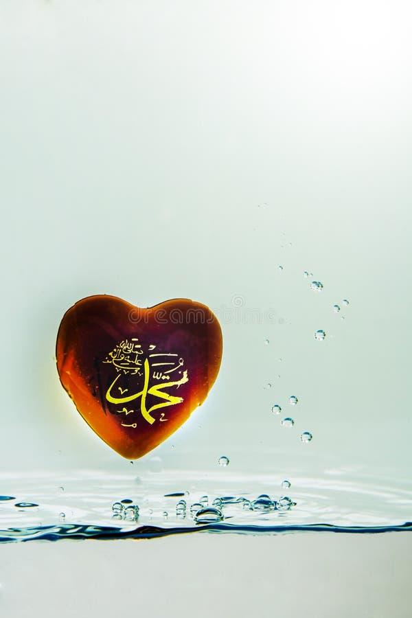 `穆罕默德回教标志与空气泡影的水飞溅的`先知,在白色背景 免版税图库摄影