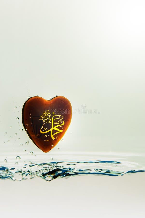 `穆罕默德回教标志与空气泡影的水飞溅的`先知,在白色背景 免版税库存照片