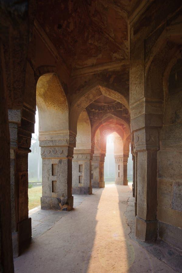穆罕默德・沙Sayyid's坟茔,从里面柱廊的看法 库存图片