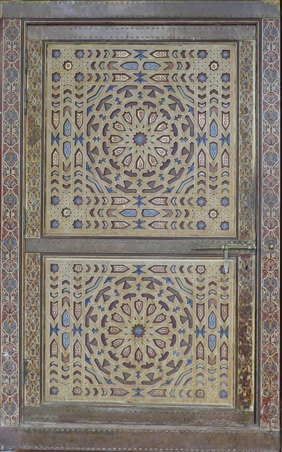 穆莱阿里Cherif陵墓的精心制作的装饰的门 免版税库存图片