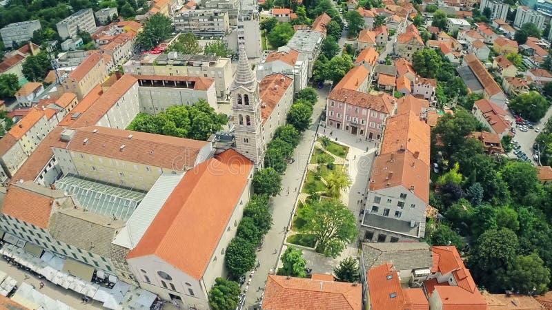 空中上升射击了镇Sinj,克罗地亚 股票视频