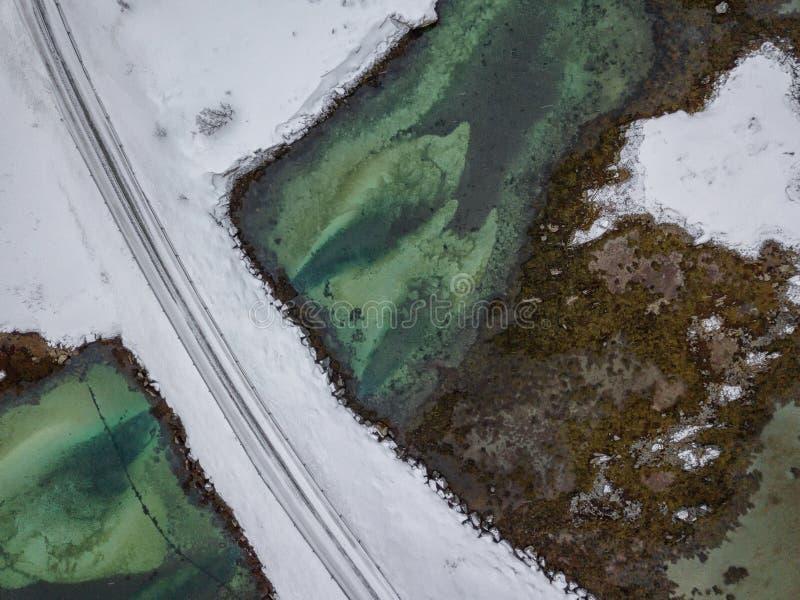 空中使罗弗敦群岛海岛惊奇寄生虫全景  在日落的顶视图图片 与著名北欧风景的冬天风景 库存图片