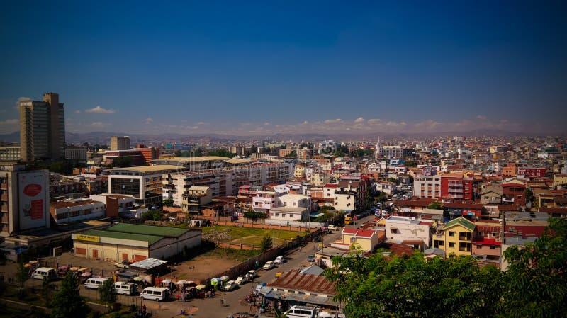 空中全景向安塔那那利佛,马达加斯加的首都 免版税库存图片
