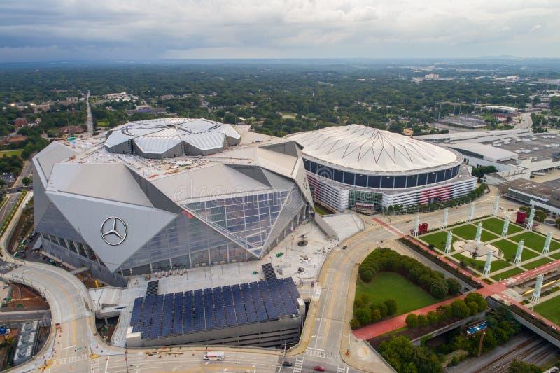 空中图象亚特兰大乔治亚巨蛋和奔驰车体育场 免版税图库摄影