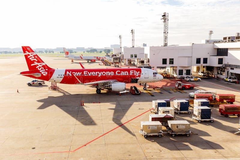 空中客车A320-200泰国亚洲航空连接了到jetway在廊曼  库存图片