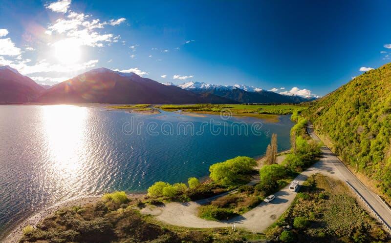 空中寄生虫视图,瓦纳卡湖,南岛,新西兰的北边Makarora的 免版税库存图片