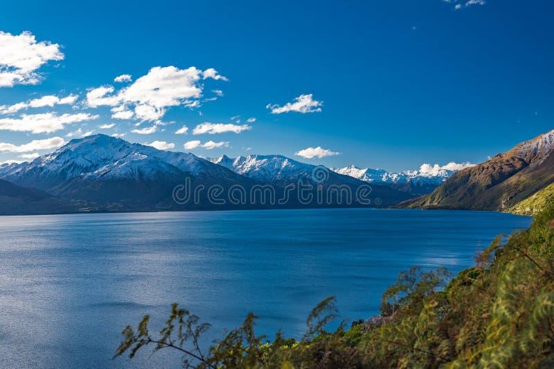 空中寄生虫视图,瓦纳卡湖,南岛,新西兰的北边Makarora的 库存图片