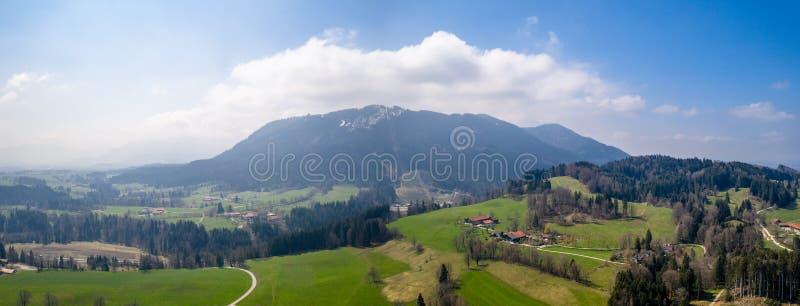 空中布隆贝格山 欧洲阿尔卑斯巴伐利亚春天 ??gras?? 免版税图库摄影