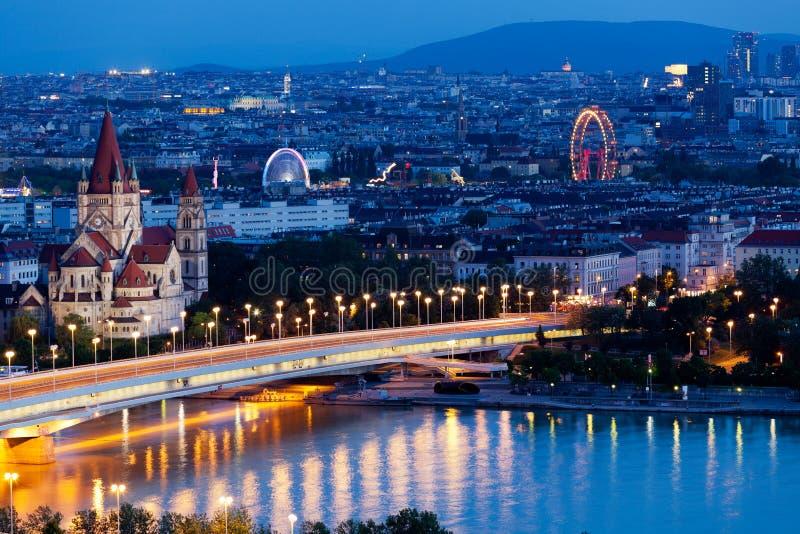 空中晚上维也纳视图 图库摄影